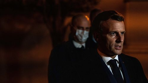 """Emmanuel Macron : """"La nation toute entière doit se ranger aux côtés des enseignants pour les défendre"""""""