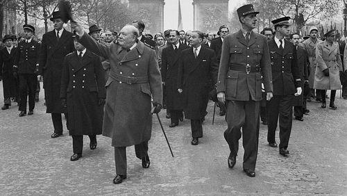 """""""Mémoires de guerre"""", une histoire de France par Charles de Gaulle / La dictée : """"Les Trois Mousquetaires"""" d'Alexandre Dumas"""