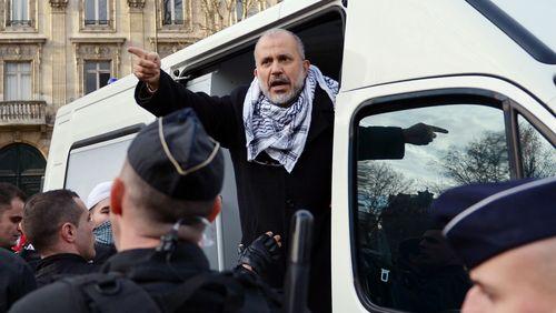 """Emmanuel Macron veut dissoudre le collectif """"Cheikh Yassine"""" en Conseil des ministres"""