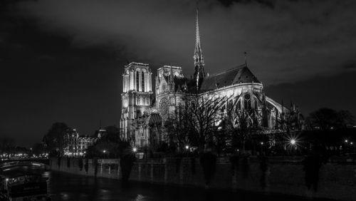 """La Nuit rêvée d'Ernest Pignon-Ernest (2/11) : """"Escalader la nuit"""" avec Sylvain Tesson"""