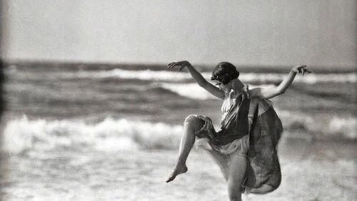 Épisode 3 : Isadora Duncan, la danseuse aux pieds nus