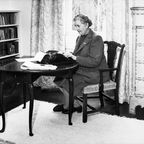 Agatha Christie dans la bibliothèque