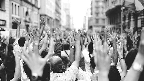 Sur la crête de la démocratie : la liberté d'expression