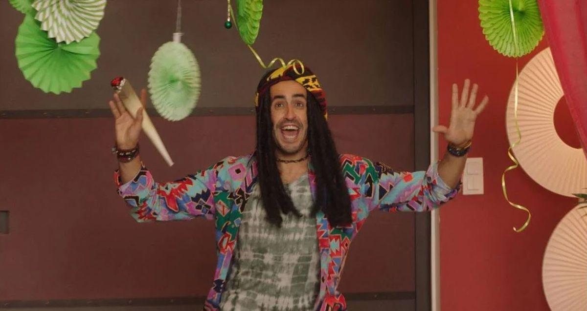 Jonathan Cohen déguisé pour la Jean Guile dans l'épisode 4 de la Flamme sur Canal +