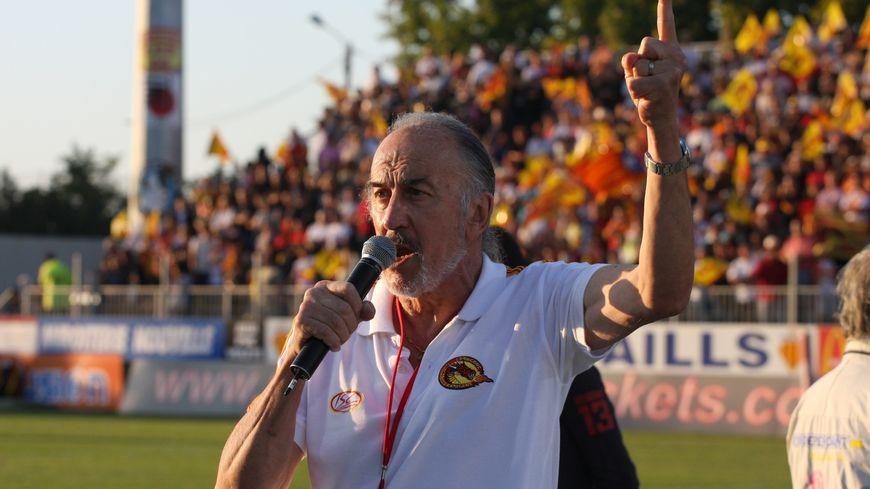 Albert Bueno chante Els Segadors avant chaque match des Dragons Catalans