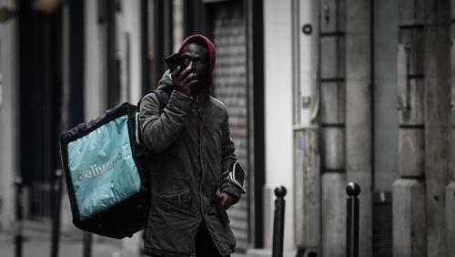 """""""Loue un compte Uber Eats, 100 euros par semaine"""" : enquête sur la livraison en sous-location"""