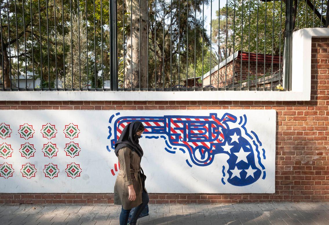 Fresque murale anti-américaine sur les murs de l'ancienne ambassade des États-Unis à Téhéran : avec Trump ou Biden, la méfiance reste de rigueur contre le « Grand Satan » américain.