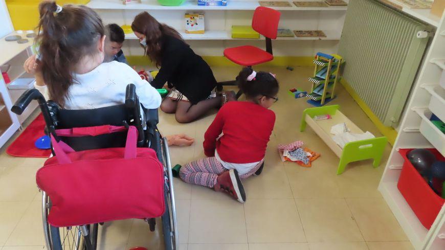 Enfants handicapés (illustration)