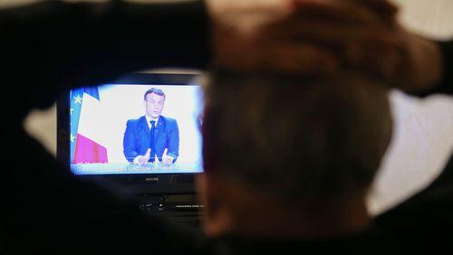 Emmanuel Macron joue l'antidépresseur pour faire passer la pilule