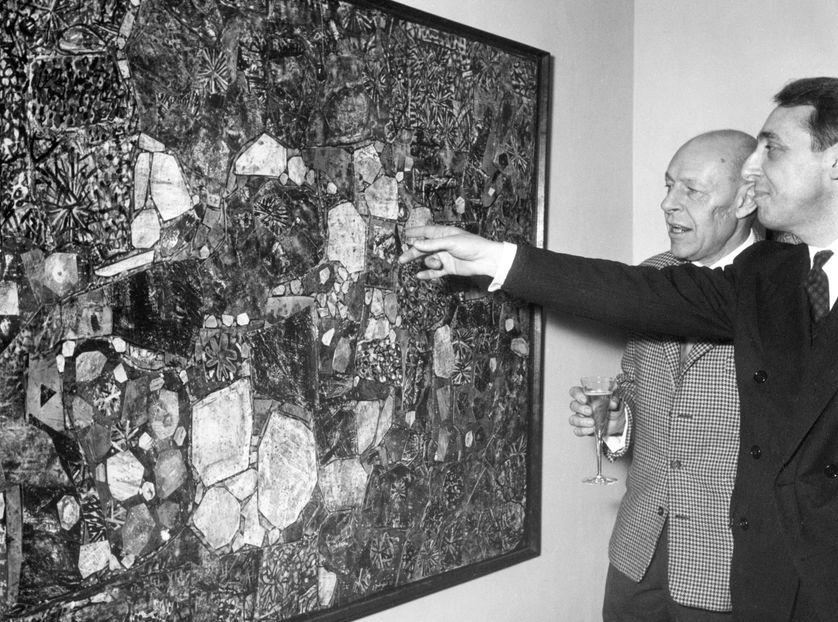 Daniel Cordier, au premier plan, et Jean Dubuffet à l'inauguration de la galerie de Francfort le 9 décembre 1958