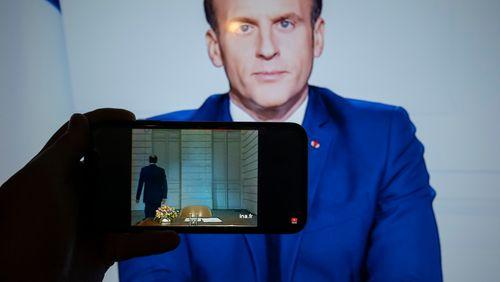 """Emmanuel Macron salue la mémoire de Valéry Giscard d'Estaing, """"figure centrale de l'histoire de notre République"""""""
