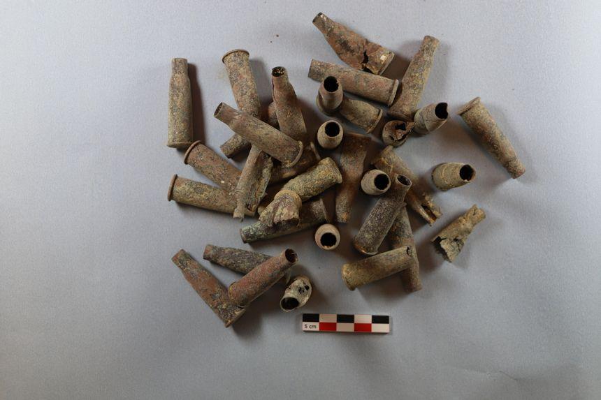 Douilles trouvées lors des fouilles archéologiques du Châtelet-sur-Retourne