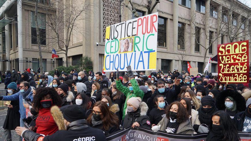 La marche blanche en hommage a Cedric Chouviat et contre les violences policières a eu lieu à Paris, ce dimanche 3 janvier.