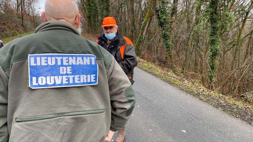 """""""Les sangliers prolifèrent en zone péri urbaine"""" dit un chasseur lors d'une battue aux sangliers à Périgueux"""