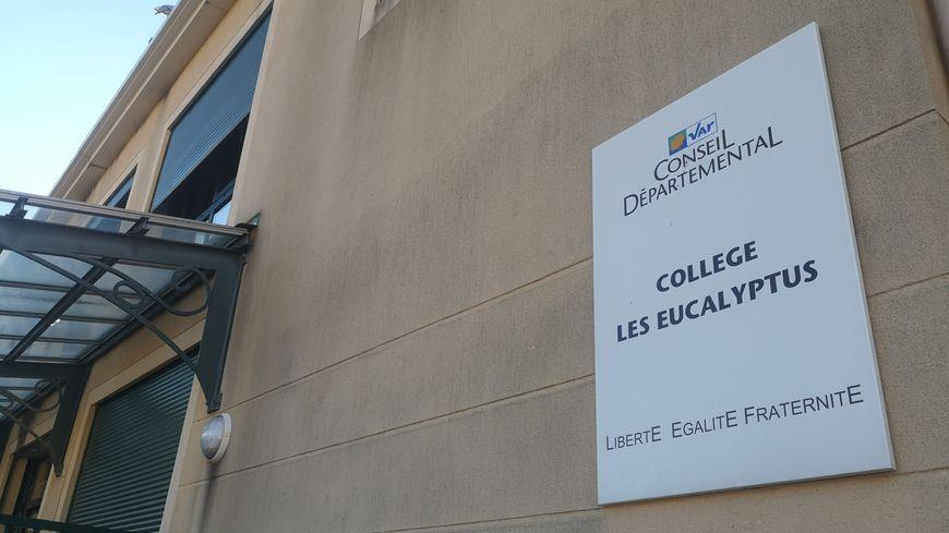 Le collège Les Eucalyptus est situé rue du Colonel Arnaud Beltrame, dans le centre-ville d'Ollioules (Var)