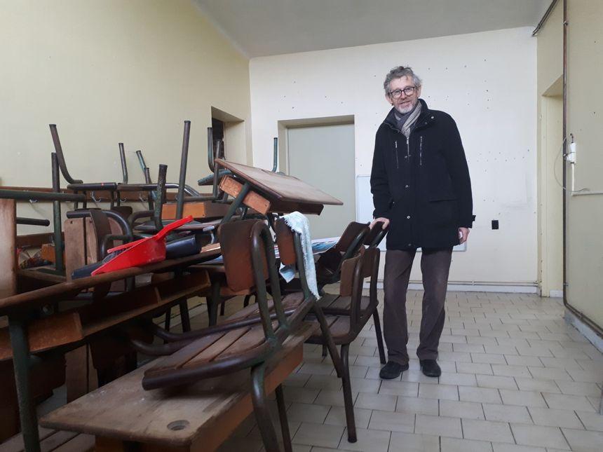 Le maire Henri Poupart n'a pas mis en vente le mobilier scolaire, qui servira pour les ateliers créatifs
