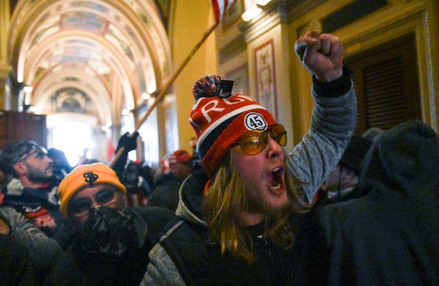 Les manifestants pro-Trump pénètrent en force