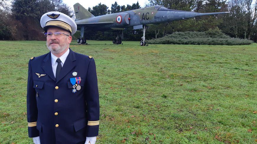 Rochefort Le Commandant Jean Claude Cremer Quitte L Armee De L Air Apres 43 Annees De Service