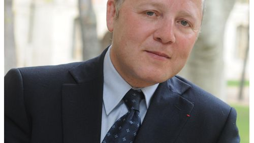 """Emmanuel Hirsch : """"Il faut rendre la société co-responsable de la gestion de la pandémie"""""""