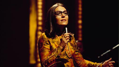 """Nana Mouskouri : """"Je crois que s'il n'y avait pas eu la chanson, je n'aurais pas existé comme être humain"""""""