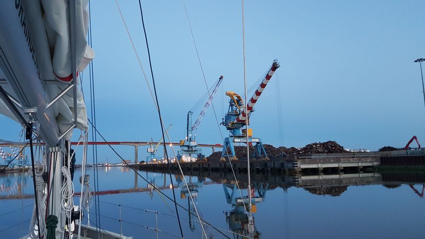 """Le cargo à voiles """"Grain de Sail"""" à son arrivée à Nantes"""