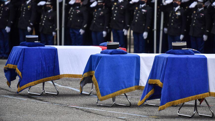 Le 28 décembre, une cérémonie d'homme se tenait à Ambert en mémoire des trois gendarmes tués quelques jours plus tôt en intervention.
