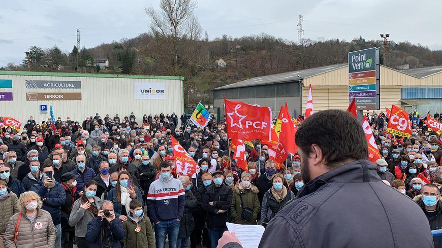Salariés, habitants, syndicalistes et maires ont affiché leur soutien à la société aveyronnaise de métallurgie.
