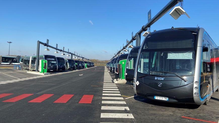 Bus électriques à l'arrêt à Amiens :