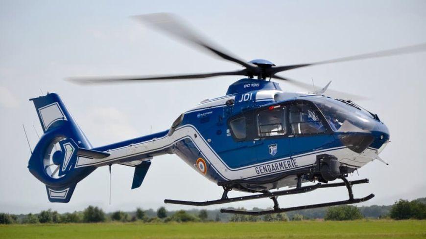 L'hélicoptère de la gendarmerie envoyé de Rennes a participé activement aux recherches