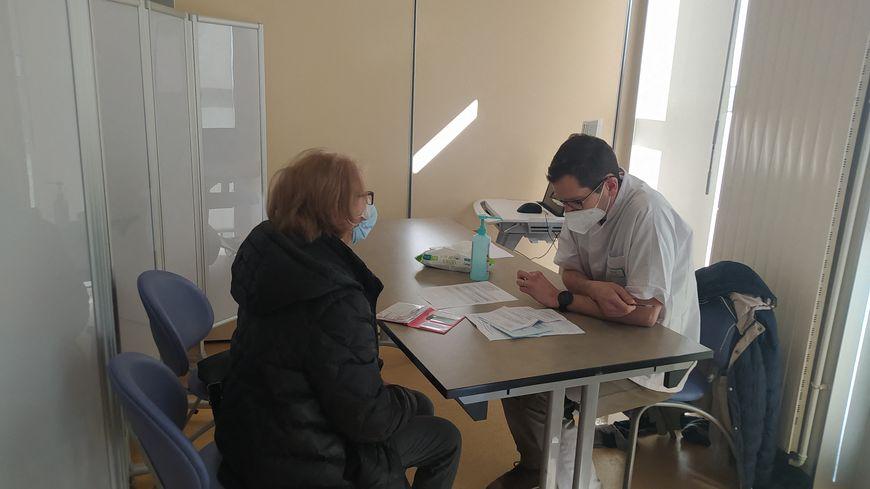 Covid-19 : dans le pays royannais, 1.500 rendez-vous de vaccination à reprogrammer - France Bleu