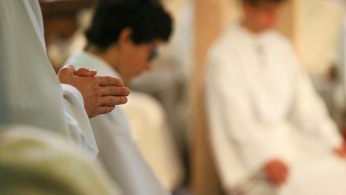 """Pédocriminalité dans l'Église : """"Au moins 10 000 victimes"""" selon la Commission indépendante"""