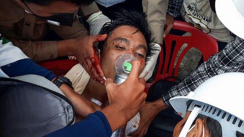 Face à la détermination du peuple birman, la junte réprime et tue