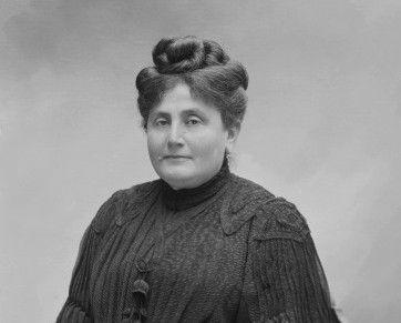 """Dans les """"soixante-quinze feuillets"""", la mère s'appelle Jeanne, comme la mère de Marcel Proust, Jeanne Proust ici photographiée par Paul Nadar, le 5 décembre 1904."""