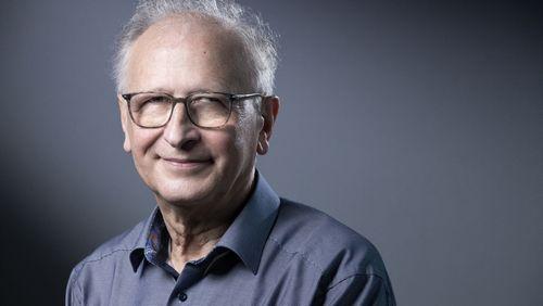 """Alain Fischer : """"Il est absolument essentiel et urgent que les personnels de santé se vaccinent"""""""