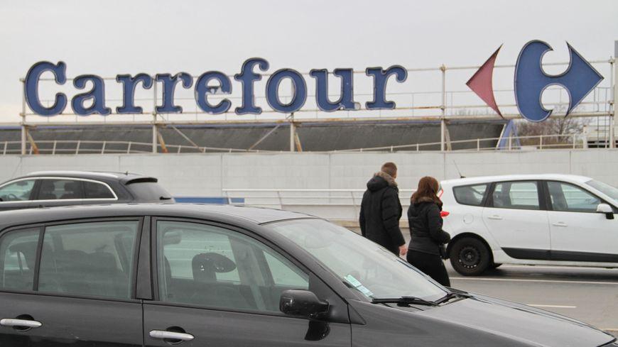 """Nouvelle éco : Carrefour fait le pari d'embaucher des jeunes de la """"génération Covid"""""""