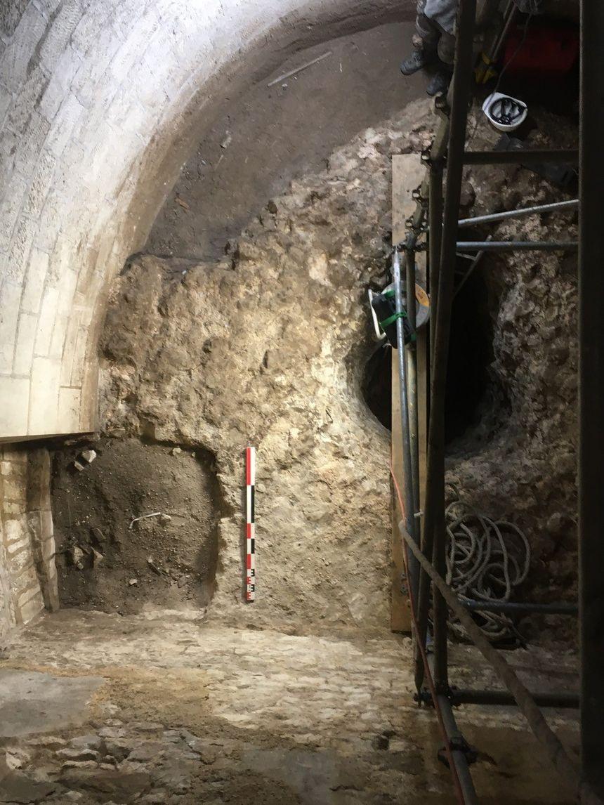 Fond de la tour de l'Horloge où l'on trouve des traces du Castrum