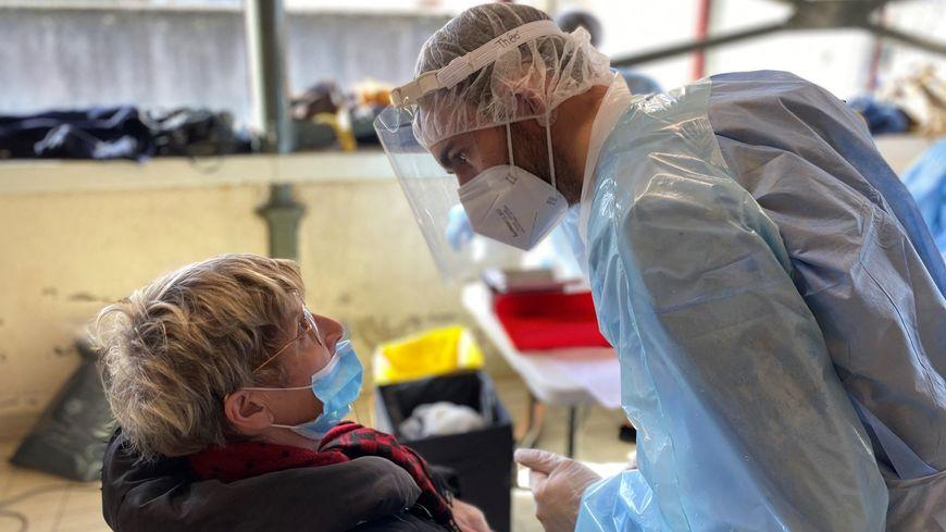 Coronavirus en Nouvelle-Aquitaine : les 15-44 ans sont les plus touchés dans la région - France Bleu