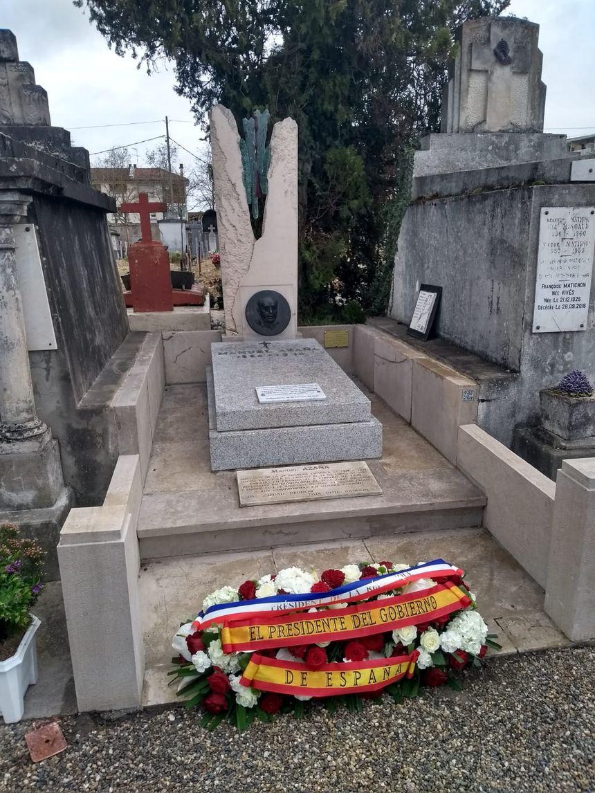 Manuel Azaña está enterrado en el cementerio urbano de Montauban.