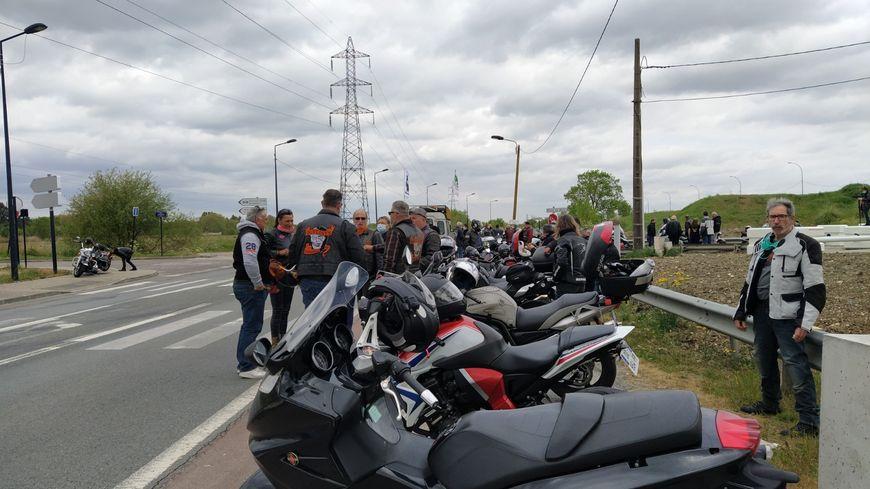 Un millier de motards en colère défilent à Bordeaux-Lac contre l'obligation du contrôle technique