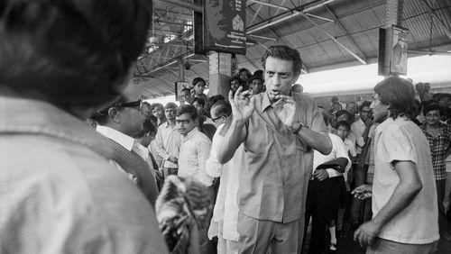 """Épisode 2 : Satyajit Ray : """"J'ai appris la technique du cinéma en regardant les films des autres, surtout des films américains"""""""