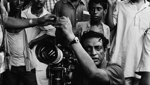 """Épisode 4 : Charles Tesson : """"Satyajit Ray a changé la face du cinéma indien, en s'intéressant de très près à la réalité indienne de son temps"""""""