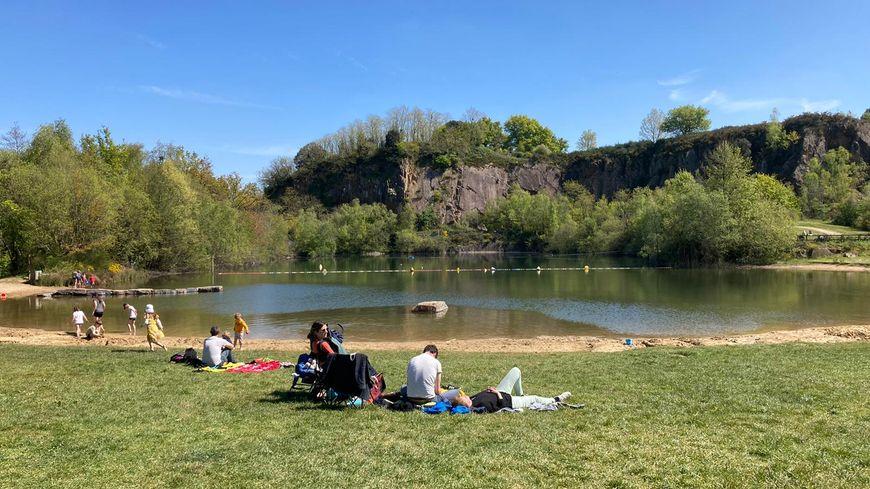 """EN IMAGES - À Roche-Ballue, on profite des grands espaces pour """"prendre l'air et se détendre"""""""