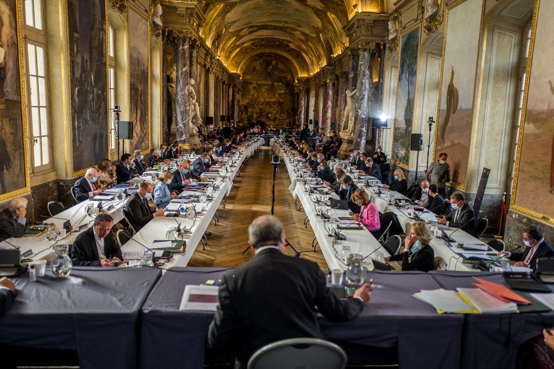 Pour respecter les consignes sanitaires, des conseils municipaux, comme celui de Toulouse, ce sont délocalisés dans des salles plus grandes.