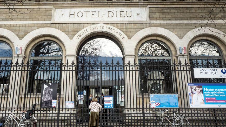 """Lits de réanimation : """"Des lits disponibles, on en a à l'Hôtel-Dieu et à Jean-Verdier !"""""""
