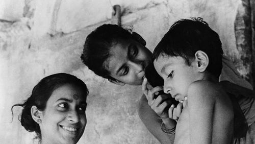 """Épisode 3 : Marie Percot : """"Il y a une spécificité du cinéma de Satyajit Ray qu'on pourrait appeler une nostalgie, c'est un cinéma qui parle de la perte"""""""