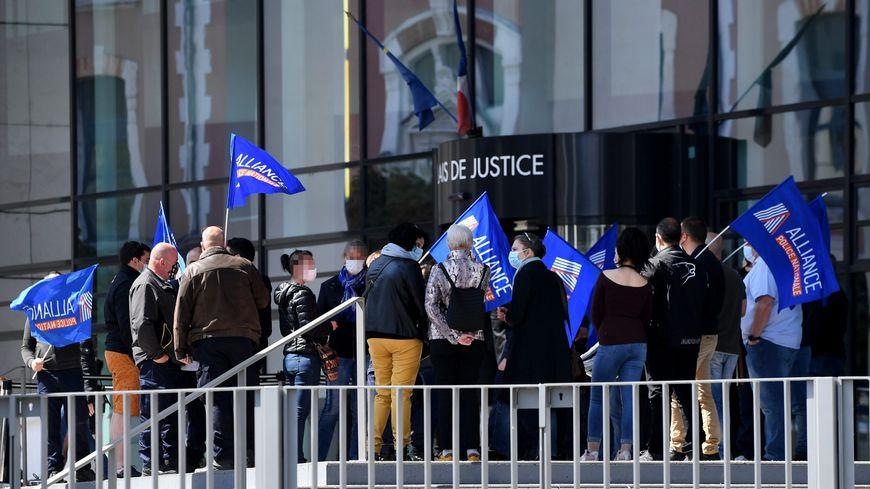 Policiers en colère : ils étaient plusieurs centaines à manifester à Paris ce mardi