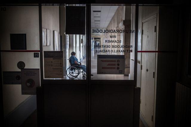 Les internes cumulent les heures de travail en journée et les gardes de 24 heures.