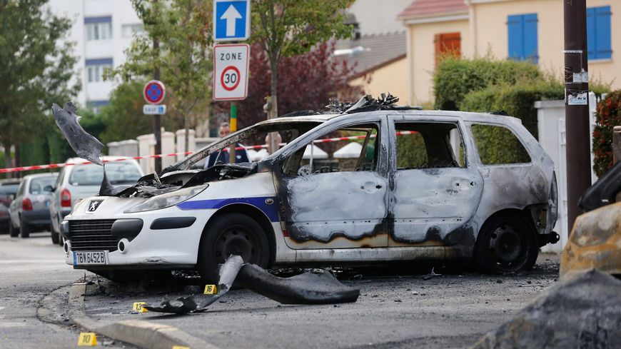 Policiers brûlés à Viry-Châtillon : des peines de 6 à 18 ans de prison et 8 acquittements en appel