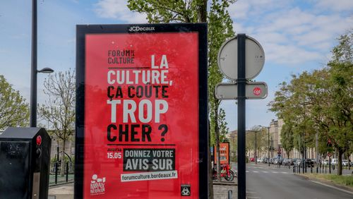 """""""Artiste, c'est un métier ?"""" : la campagne polémique de la mairie de Bordeaux"""