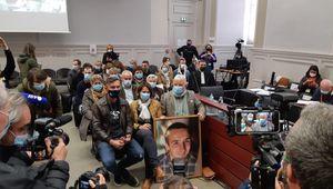 Les proches d'Arthur Noyer, tué en 2017, à l'ouverture du procès de son meurtrier présumé, Nordhal Lelandais (Chambéry, cour d'assises de Savoie, 3 mai 2021)